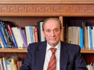 Τελετή Επίδοσης Τιμητικού Τόμου Στον Καθηγητή Ιατρικής Του Πανεπιστημίου Αθηνών Αλκιβιάδη Ι. Κωστάκη