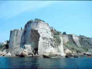 Την Αναγκαιότητα Για Έργα Ενίσχυσης Του Κάστρου Της Κορώνης Τονίζει Η Εφορεία Ενάλιων Αρχαιοτήτων